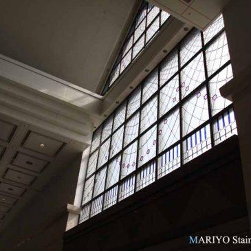 赤坂のステンドグラス 大きなステンドグラス 赤坂パークビル