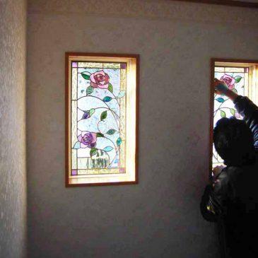 ステンドグラス施工風景 薔薇のステンドグラス 伊勢原市