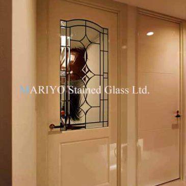 ステンドグラス ピカピカのドアに施工