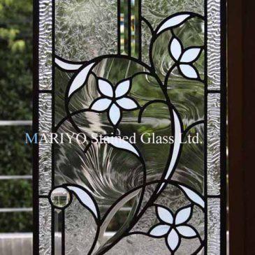 人気のあるデザイン 花図柄のステンドグラス