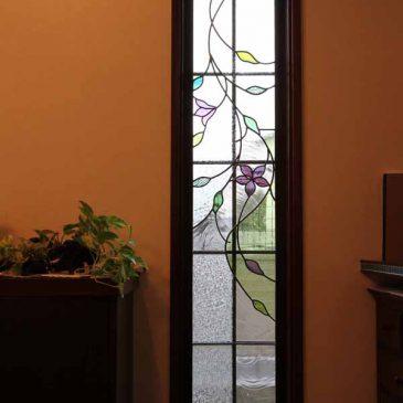 クレマチスの花のステンドグラス 格子付きサッシ