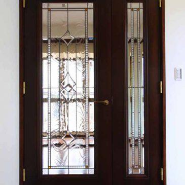 ステンドグラス ドア リビングルームの 親子ドア 無色