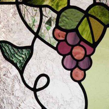 ぶどう図柄のステンドグラス 1/2 葡萄の房 葉 拡大写真
