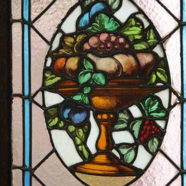 ヨーロッパの 焼絵付けのステンドグラス 修復