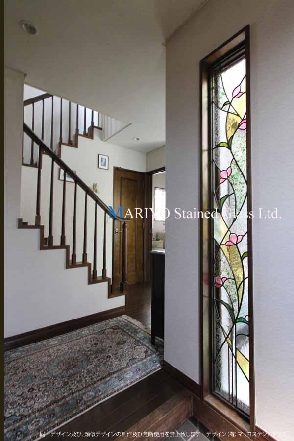 花のステンドグラス施工例 縦長サッシ窓