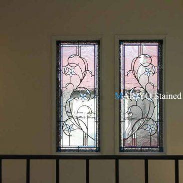 窓ガラスにステンドグラス