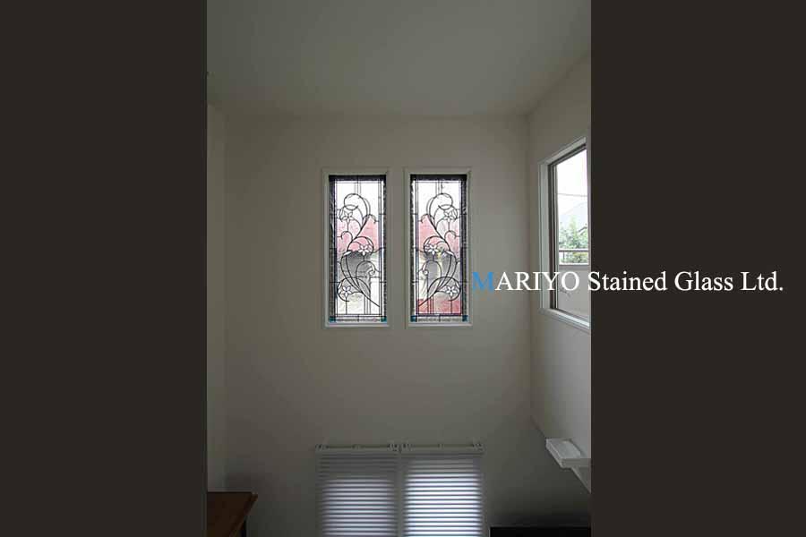 吹き抜け窓のステンドグラス画像C103-3B4LP1J