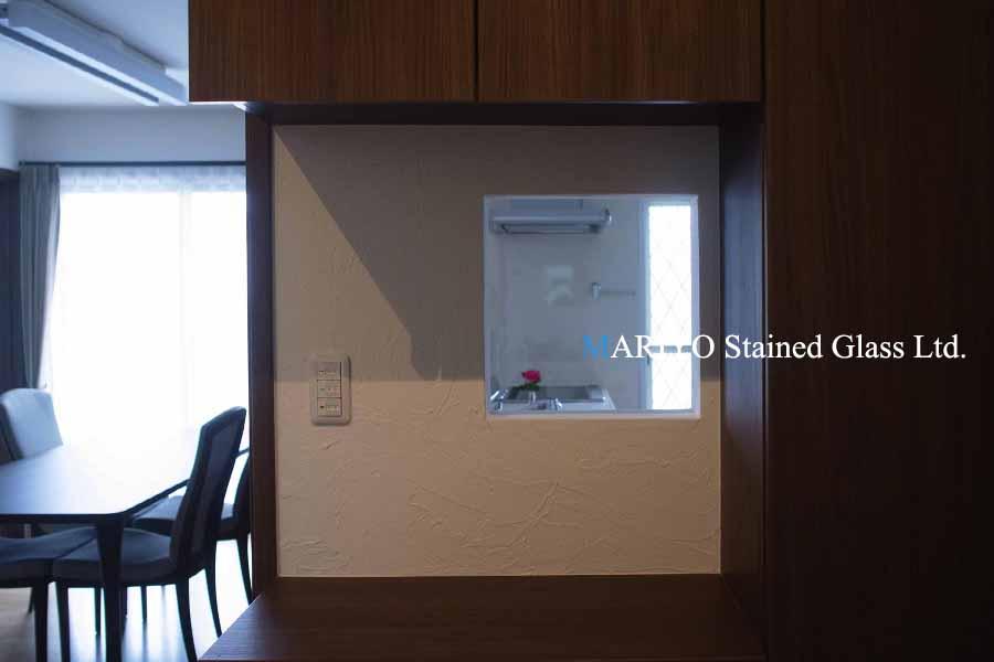 キッチンのステンドグラス取付前(0404)