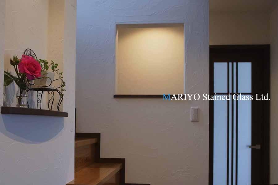 階段のステンドグラス取付前(0606)