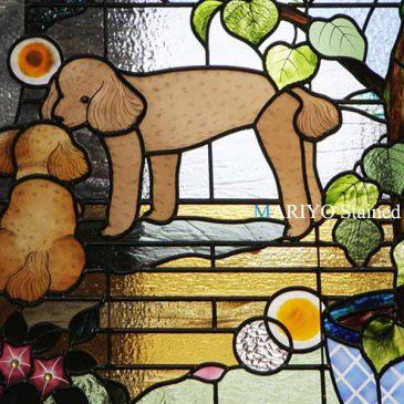 犬のステンドグラス