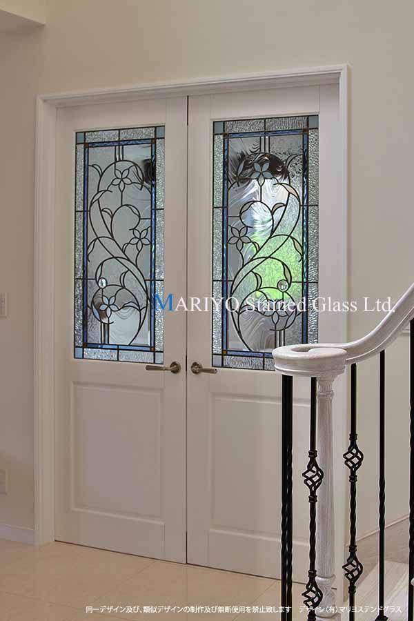 白い花図案のステンドグラス画像