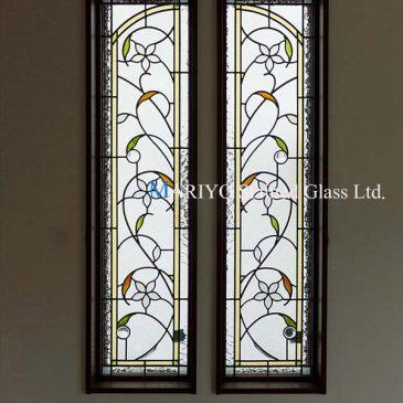 茨城県 白い花図案のステンドグラス