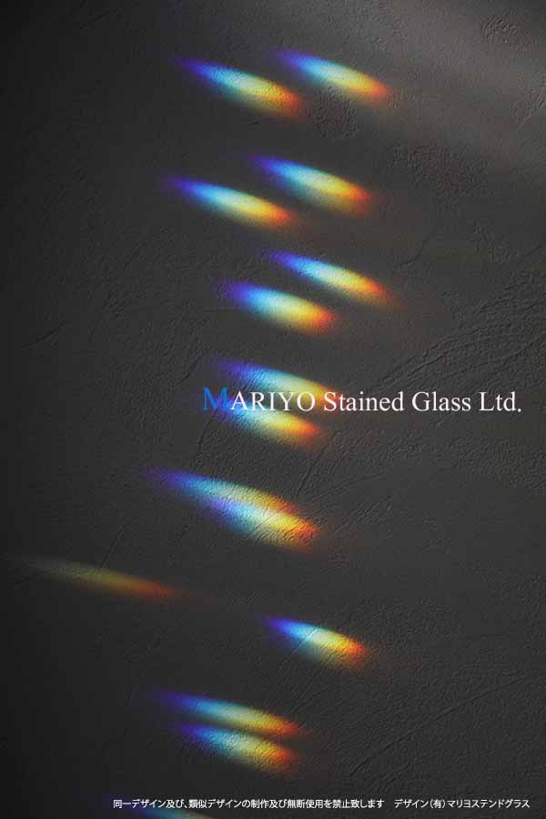 光と影 ステンドグラス 虹 スペクトル