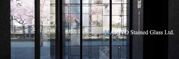 マンションのステンドグラス|無色