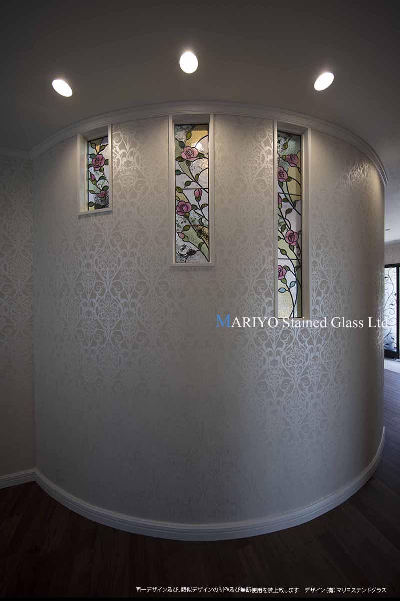 バラのステンドグラス 3連窓