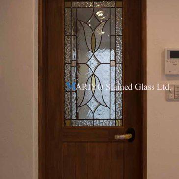 面取りをガラスを効果的に使ったドア用ステンドグラス