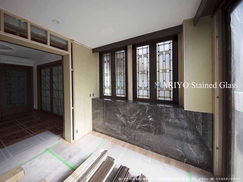 開閉式窓のステンドグラス施工例1