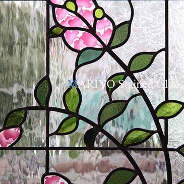 サルスベリの花 納骨堂のステンドグラス