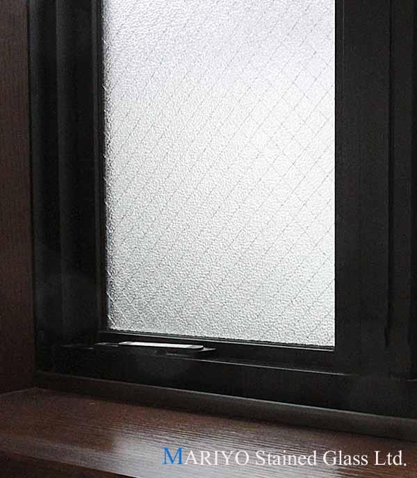 辷り出し窓