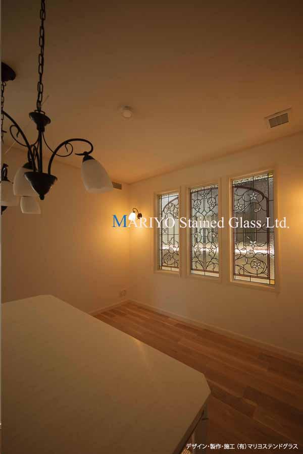 白い花のステンドグラス 3連窓 三井ホーム2